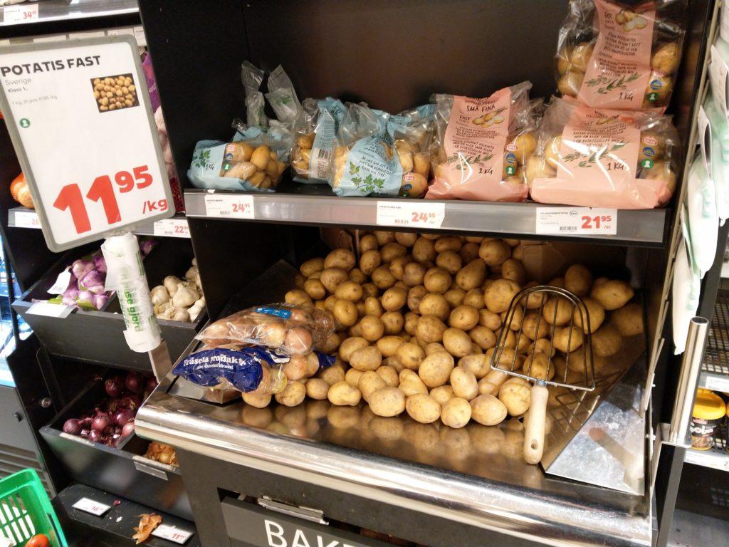 Fullt med potatis i affären